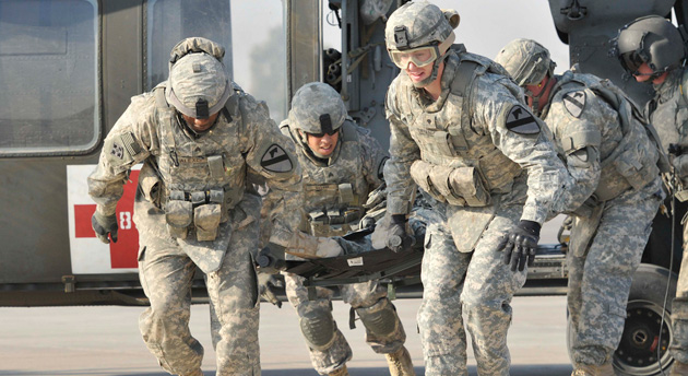 US soldiers in MEDEVAC training