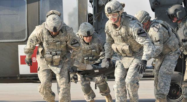 US soldiers in MEDEVAC training