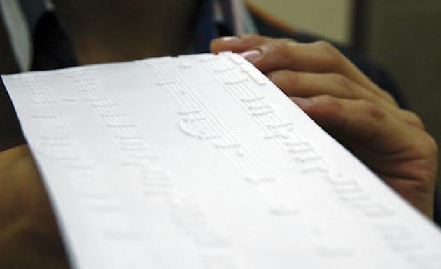 i punteggi di musica 3D printed aiutano il tatto cieco ogni nota