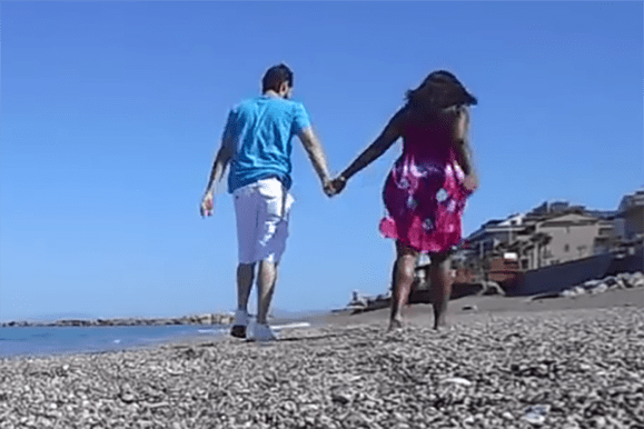 Pros and Cons of First Dates, walk on the beach date