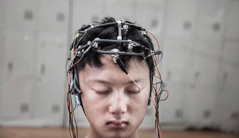 La grande immagine: Controllo dei cervelli delle persone dedite del gioco online