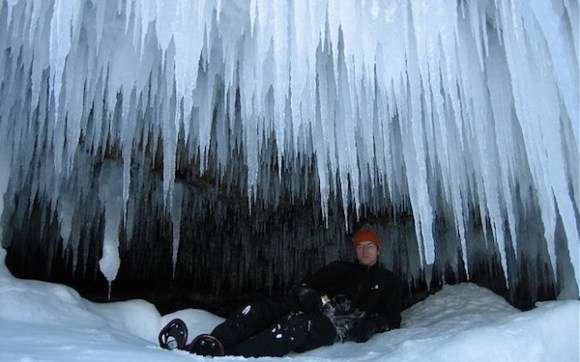 funny winter photos, funny snow photos, idiots in winter, man under icicles