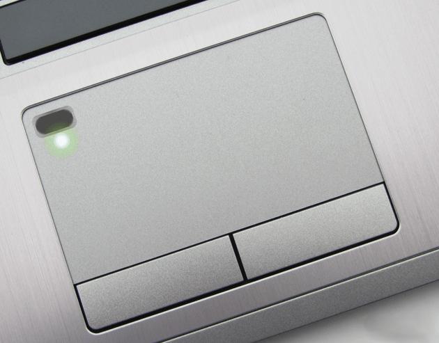 Venuta presto: computer portatili con i sensori dellimpronta digitale costruiti nel touchpad