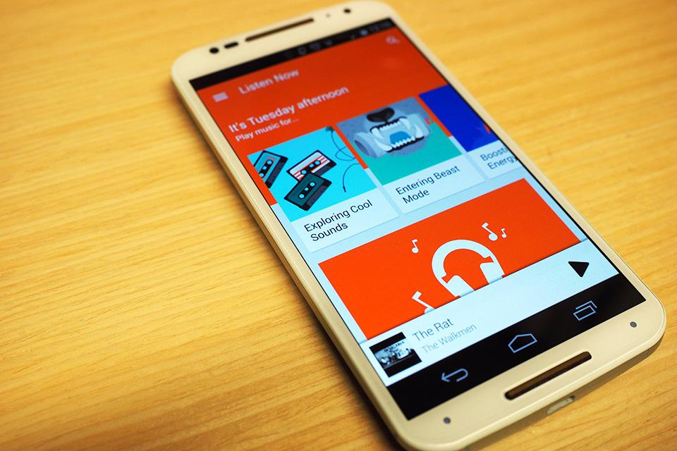 Google porta le liste musicali radiofoniche astute daccoppiamento per giocare la musica nel Regno Unito