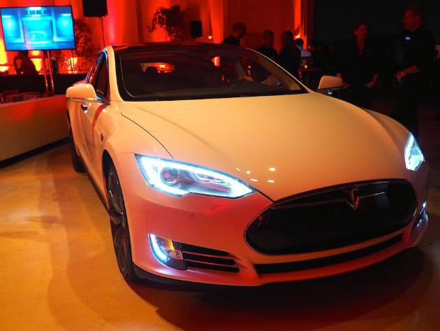 La S di modello di Tesla aces le prove europee della sicurezza anche