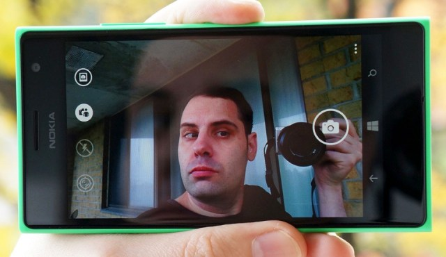 Nokia Lumia 735 and yours truly