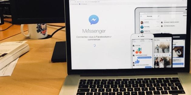 Ordinateur de travail sur la conversation Messenger de Facebook, le 16 février 2018