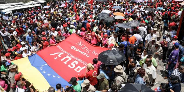 Chavistas participan en una manifestación para respaldar la instalación de la Asamblea Nacional Constituyente éste viernes cuatro de agosto del 2017, en Caracas (Venezuela).