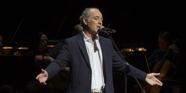 El vocalista Jose Manuel Soto en un concierto por su treinta aniversario en la música.