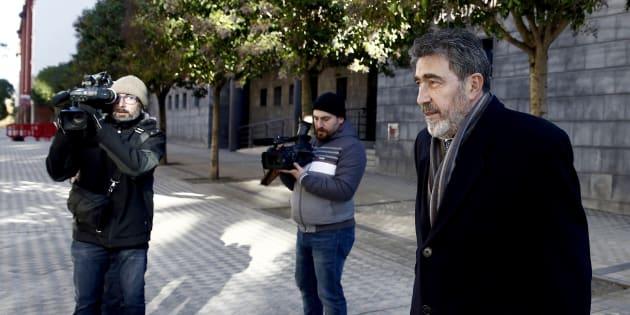 Miguel Ángel Morán, el letrado de la joven madrileña que denunció la violación múltiple, a su llegada a la Audiencia de Navarra.