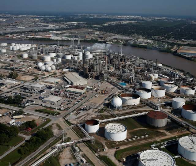 Valeros Texas City Refinery Hit By Explosion Fire