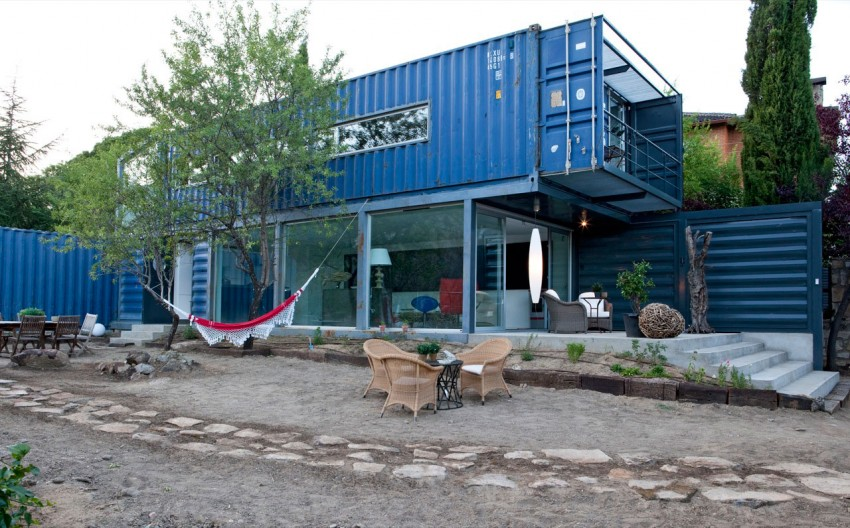Shipping Container House in El Tiemblo by James & Mau Arquitectura and Infiniski