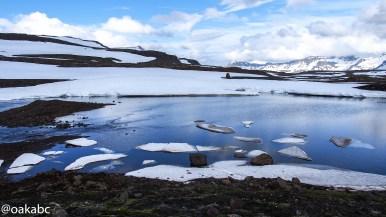 ทางไปเมือง Seyðisfjörður แม้จะเป็นกลางหน้าร้อน แต่ยังมีหิมะปกคลุม