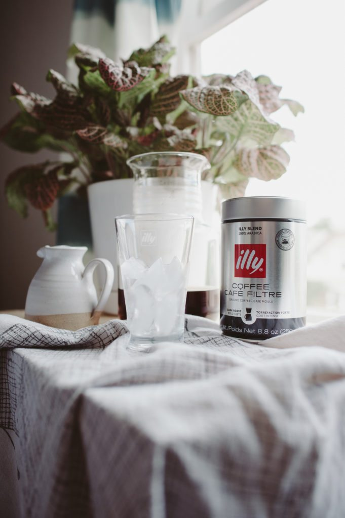 Fresh coffee in the morning. illy inspires your morning