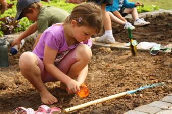 Grade-1-Gardening-Outing (29)