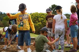 Grade-1-Gardening-Outing (7)