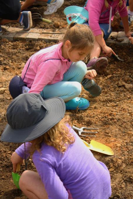 Grade-1-Gardening-Outing (9)