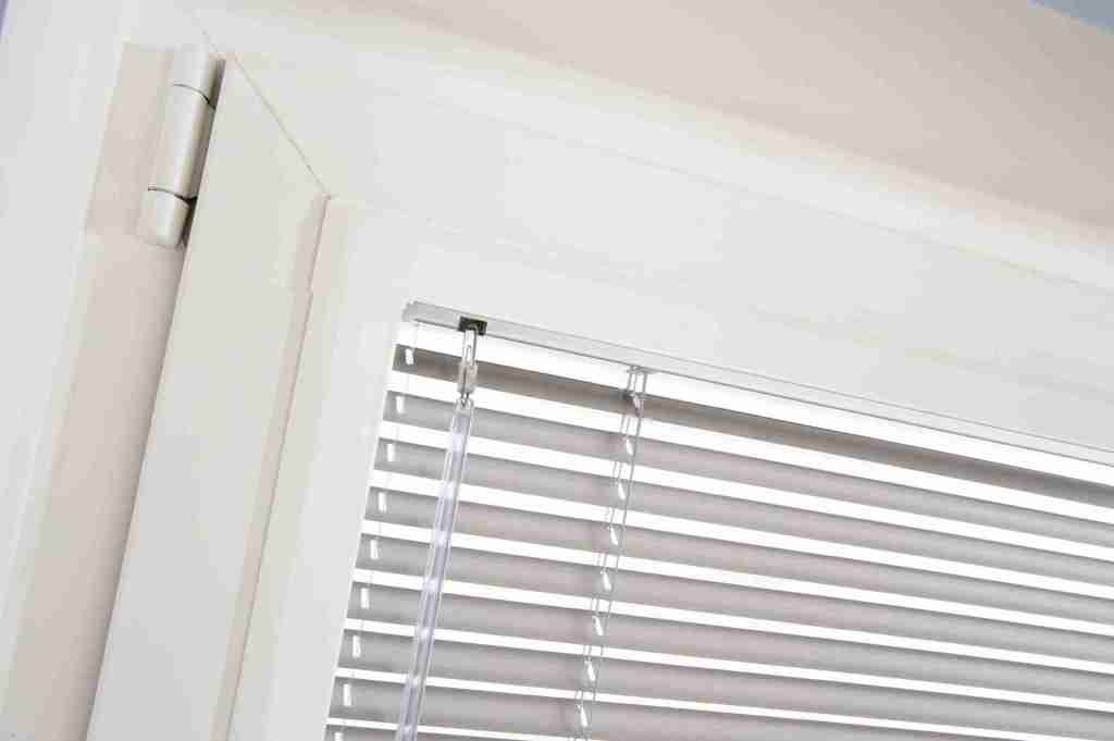 close up perfect fit Venetian blind