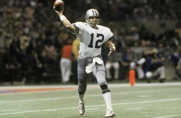 NFL's Roger Staubach Cowboys QB, Allan Page Vikings DE, To Get Medal Of Freedom