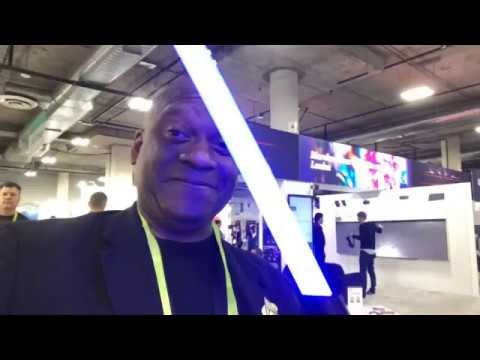 light-saber-fight-at-ces-las-veg