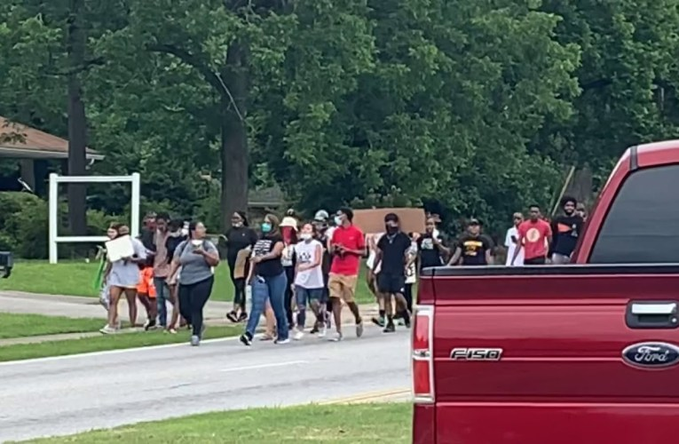 Fayetteville Georgia Police Clear Traffic For Peaceful Black Lives Matter Protestors