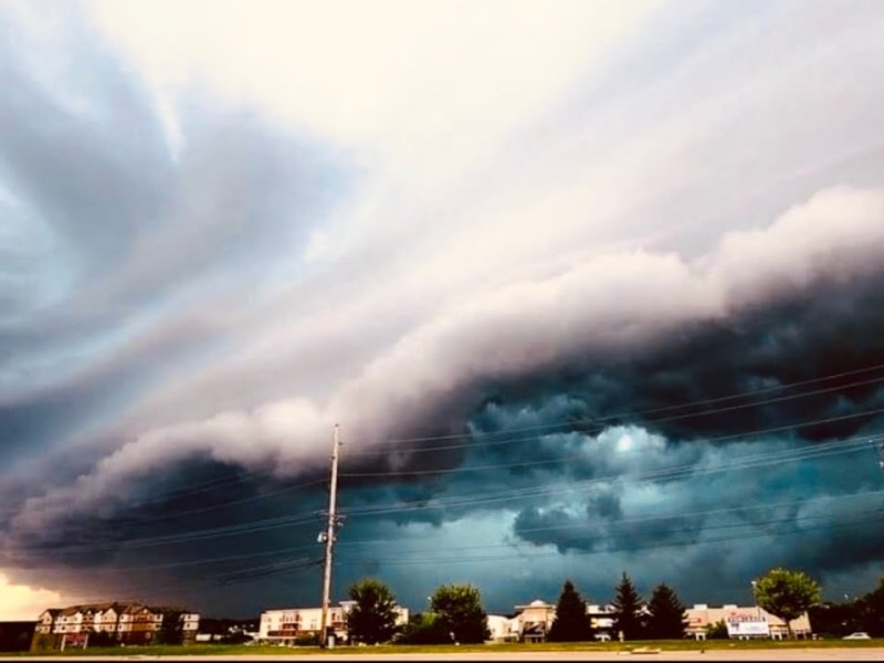 Iowa Derecho Storm Disaster Shown By YouTuber Fé Bean – 600,000 Went Without Power