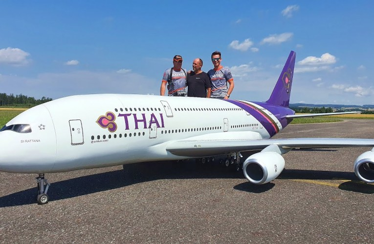 Largest RC Airbus A380 Maiden Flight