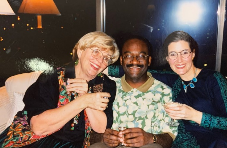 Now Oakland Mayor Libby Schaaf And Mom With Zennie Abraham In Photo From 1998 Christmas Party