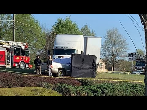 Big Rig Truck Hits Small Pickup In Front Of Kroger's On I-85 Near 92 In Fayetteville GA