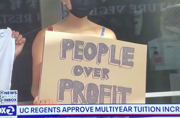 Protest in USA #117 today in Oakland, California over college tuition increases💰