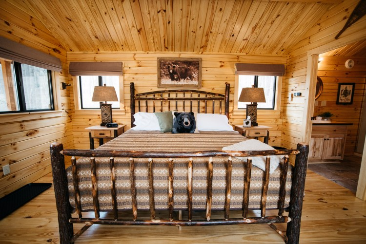 Cabin #14 King Bed
