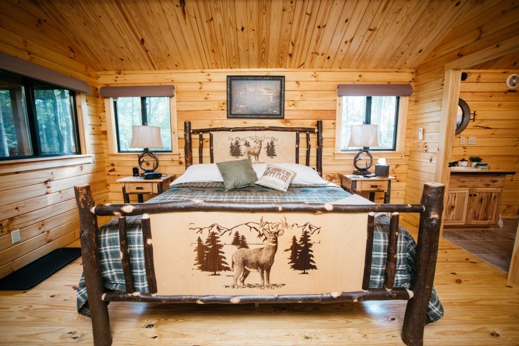 Cabin #15 King Bed