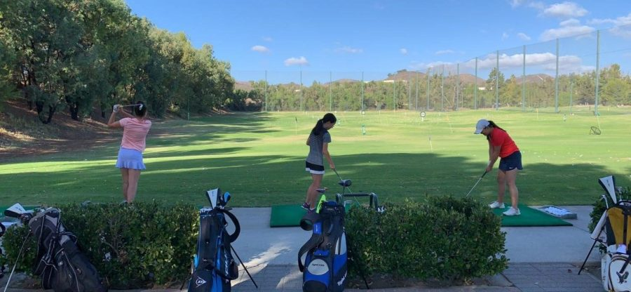 Oak+Park+high+school+girls+golf+team+at+one+of+their+practices