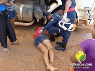 Edineuza quase teve sua cabeça esmagada pelo pneu com caminhão ao cair - Foto: Alexandre Lima