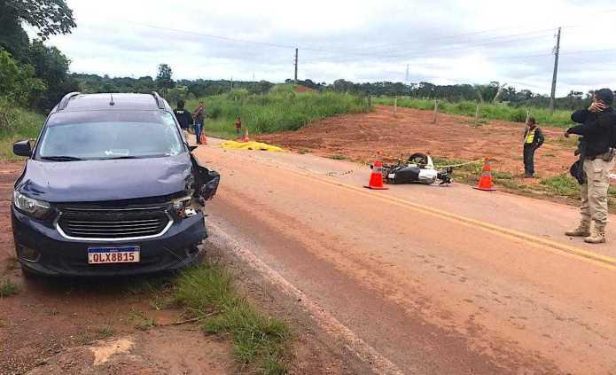 Jovem de 20 anos perde a vida após chocar moto contra taxi e garupa fica ferida na BR 317