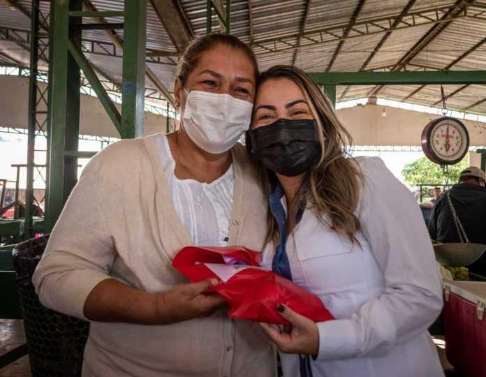 Prefeita Fernanda Hassem participa do encerramento da semana em homenagens as mães em Brasileia