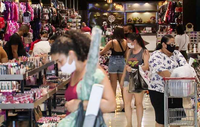 Antecipação do 13º salário injeta R$ 250 milhões na economia do Acre
