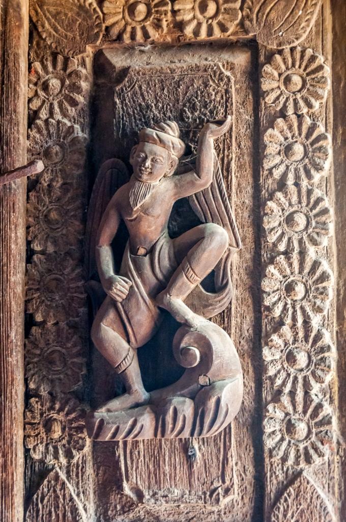 Detaliu, sculptura in tec la Manastirea Shwenandaw_Myanmar_oanabotezatu.ro