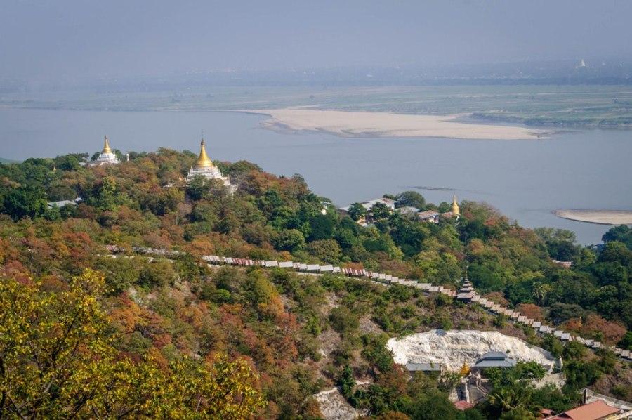 Vedere asupra colinelor din Sagaing
