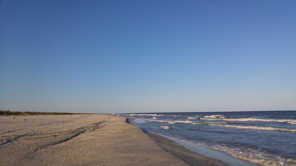 Prima vacanta in trei, pe plaja aproape pustie de la Vadu
