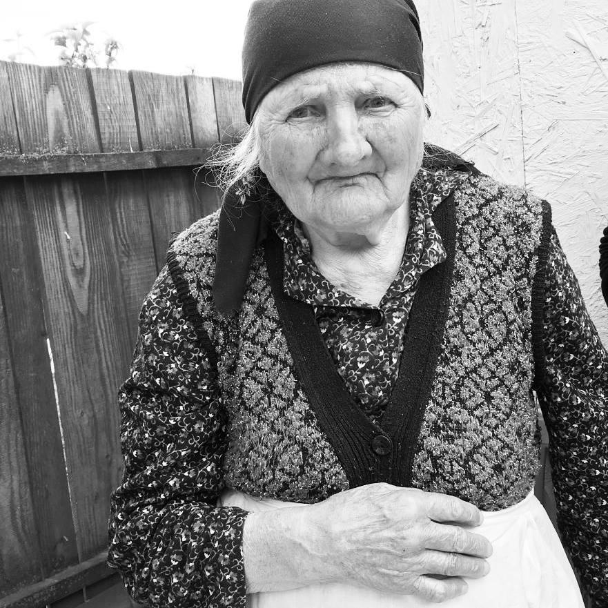 Bunica, Mamă Eroină