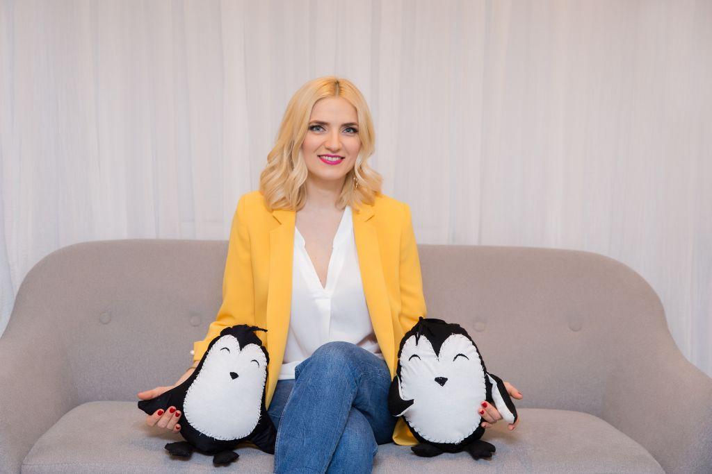Manuela Ciugudean și Pinguinii (ei) cresc familii fericite