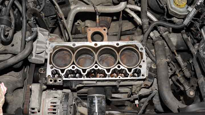 Symptoms of Blown Cylinder Head Gasket VS Cracked Block
