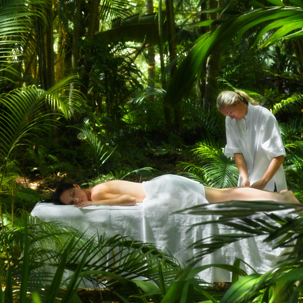 one-and-only-hayman-island-massage-900x720