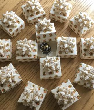 Party-Favours-Thanksgving-Personalised-Bow-Topped-Handmade-Origami-Boxes-Oast-House-Gifts
