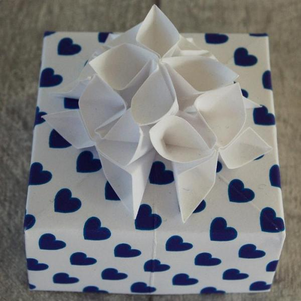 Wedding-Favours-Ultra-Violet-Hearts-Handmade-Origami-Flowers-Boxes-Oast-House-Gifts