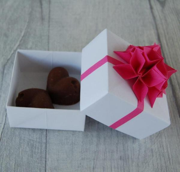 Wedding-Favour-Boxes-Handmade-Origami-Flowers-Ribbon-Two-Chocolate-Fudge-Oast-House-Gifts