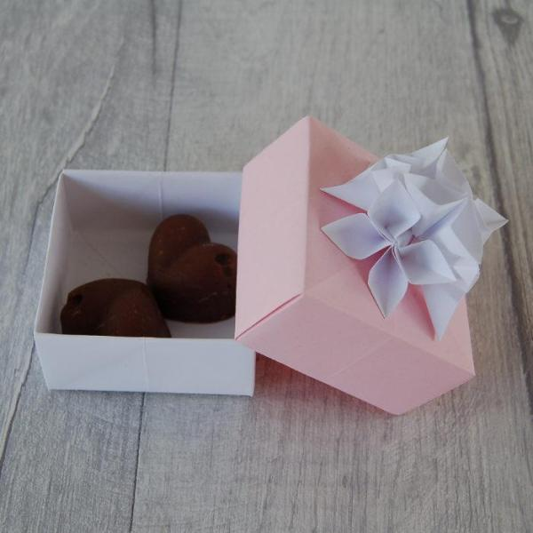 Wedding-Favour-Boxes-Handmade-Origami-Flowers-Two-Chocolate-Fudge-Oast-House-Gifts