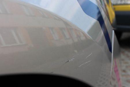 Clio choć z niewielkim przebiegiem, miało już przygodę.