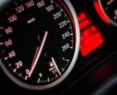 Jaką funkcję pełni wahacz w samochodzie?